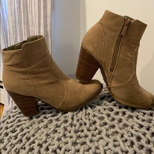 Tan ankle booties. Very comfortable. Thick heel.